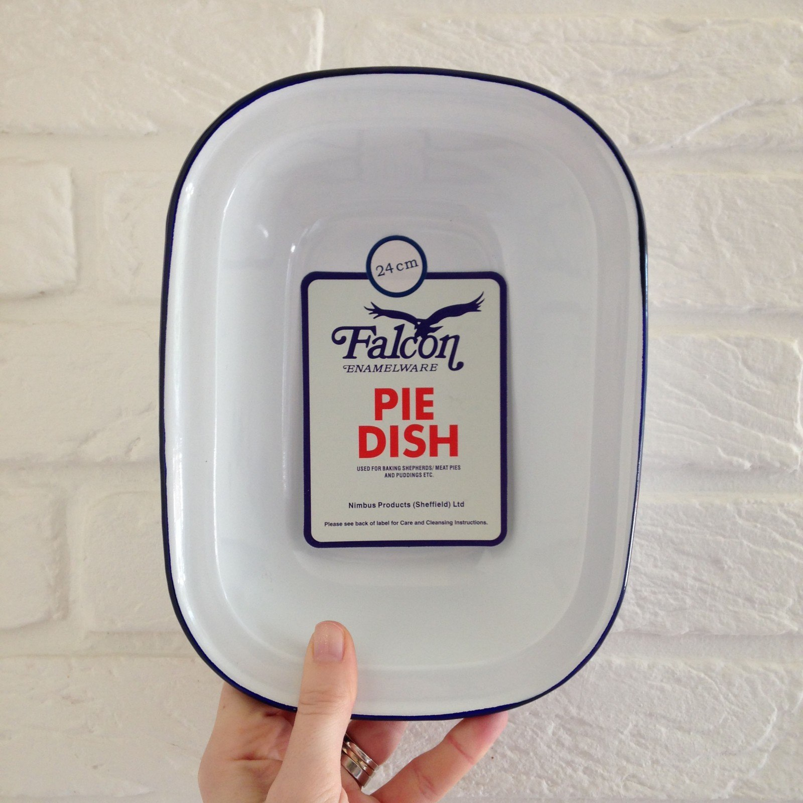 falcon-enamelware-traditional-english-pie-kitchenalia.jpg
